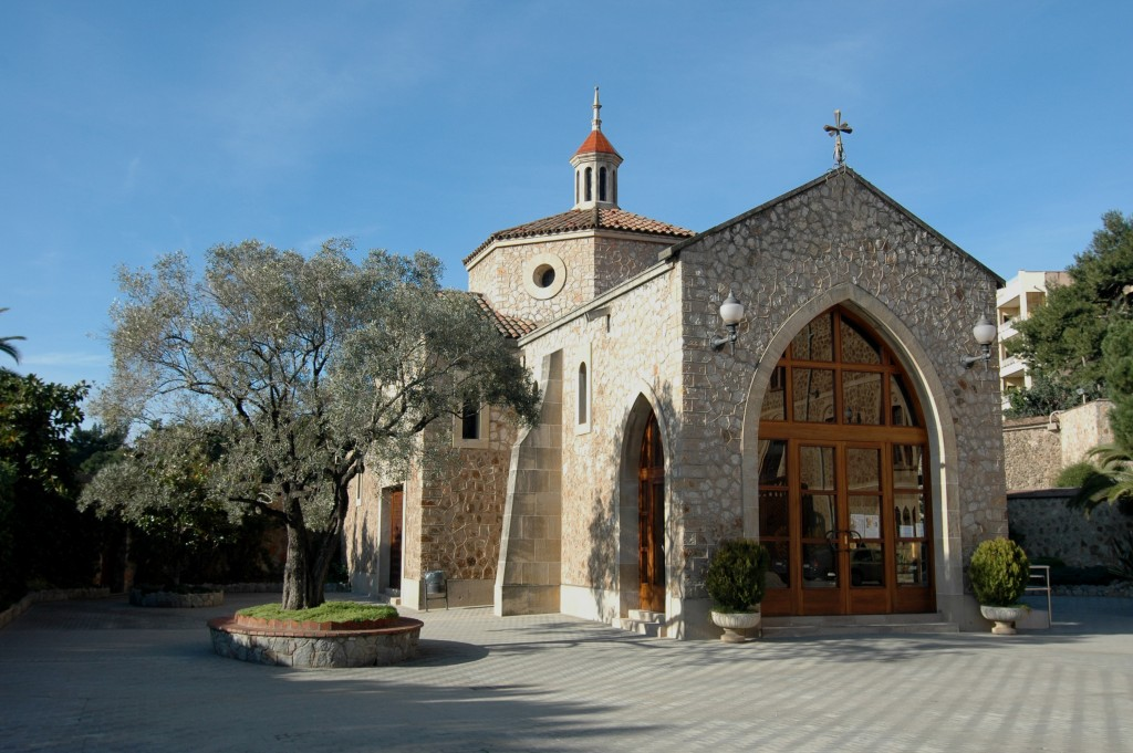 Capilla de San José en la explanada del Real Santuario de San José de la Montaña
