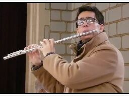 músico devoto en San José