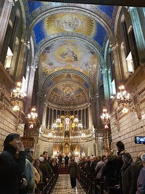 misa de 19:30h llena en el real santuario san jose de la montaña