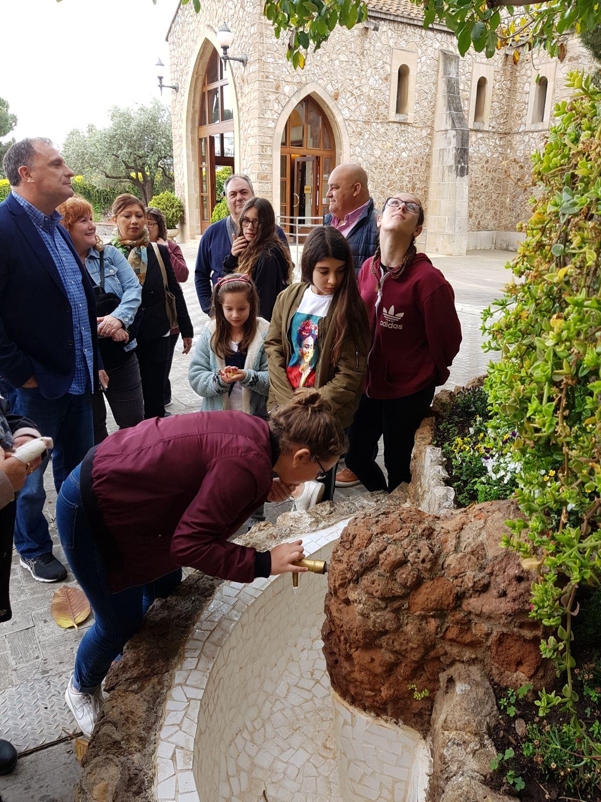 Visita guiada peregrinos en la fuente san jose de la montaña