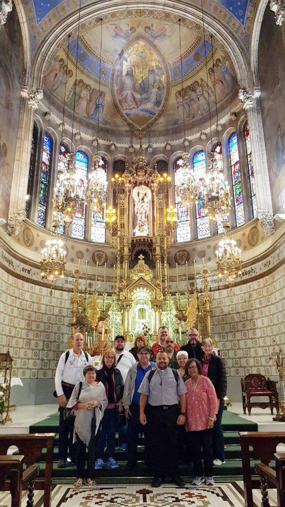 peregrinos de puerto rico en el santuario de barcelona