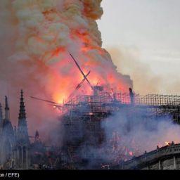 Notre Dame arde