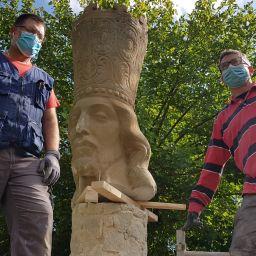 operarios arreglando el monumento a San Jose de la Montaña