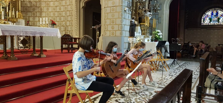 trio de cuerdas en el Santuario