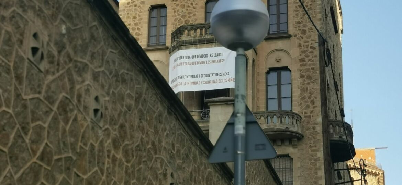 pancarta en contra del vial