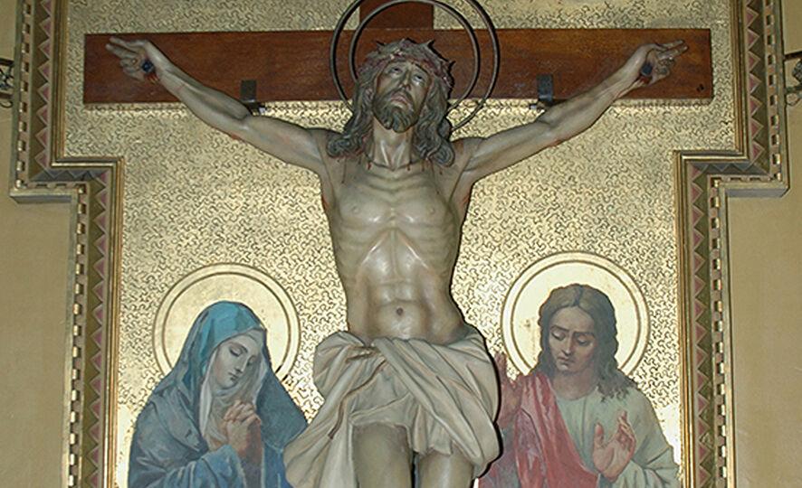 Semana Santa 2019. Imagen de cristo crucificado en el Real Santuario de San José de la Montaña. Barcelona. Viernes de Cuaresma
